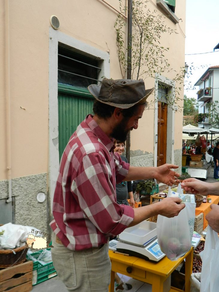 people selling food in portico di romagna